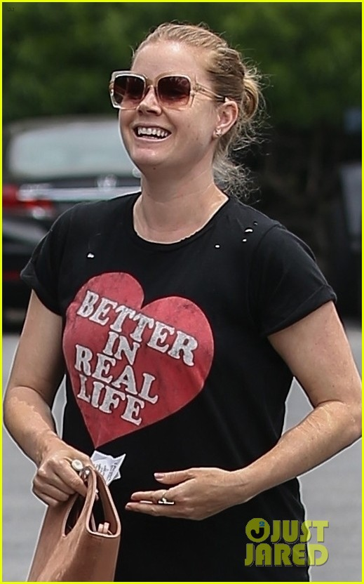 amy adams is all smiles while shopping with darren le gallo 054095782