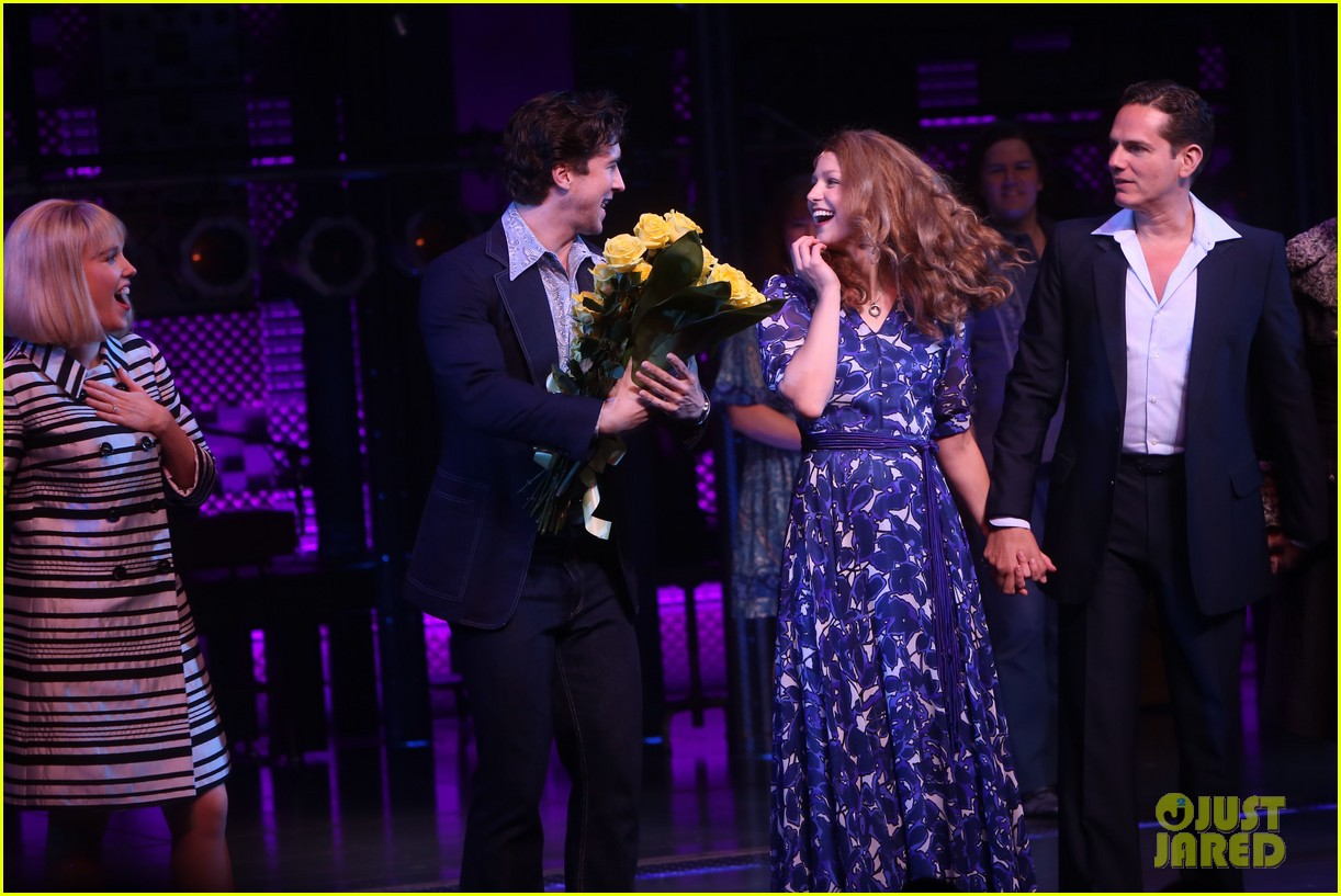 melissa benoist makes broadway debut in beautiful the carole king musical 044101000
