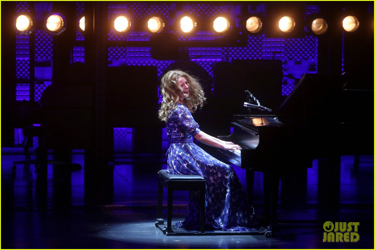 melissa benoist makes broadway debut in beautiful the carole king musical 074101003