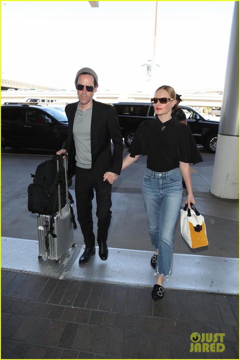 kate bosworth michael polish hold hands at lax airport 014108857