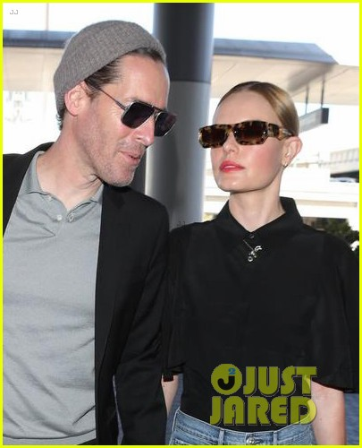 kate bosworth michael polish hold hands at lax airport 024108858