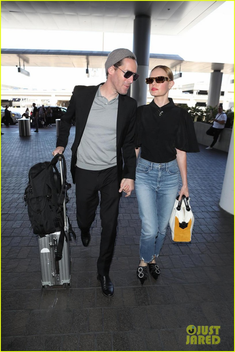 kate bosworth michael polish hold hands at lax airport 064108862