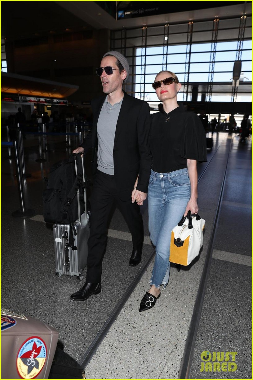kate bosworth michael polish hold hands at lax airport 074108863