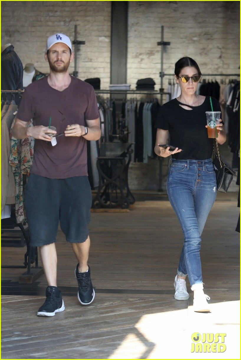 lizzy caplan cozies up husband tom riley 054105667