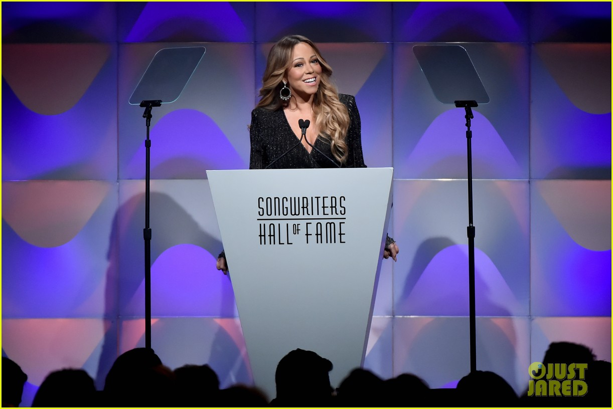 mariah carey helps induct jermaine dupri into songwriters hall of fame 034102210