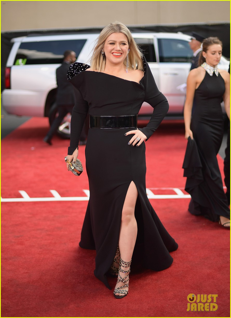 Kelly Clarkson Reveals Secret to Recent Weight Loss & It's ...