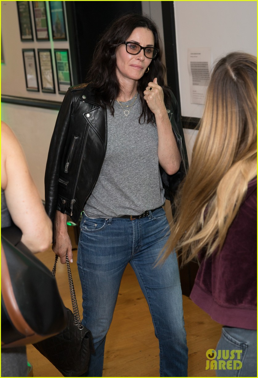 courteney cox daughter coco have girls night out at ed sheerans charity concert 024104903