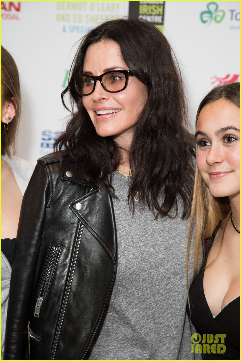 courteney cox daughter coco have girls night out at ed sheerans charity concert 054104906
