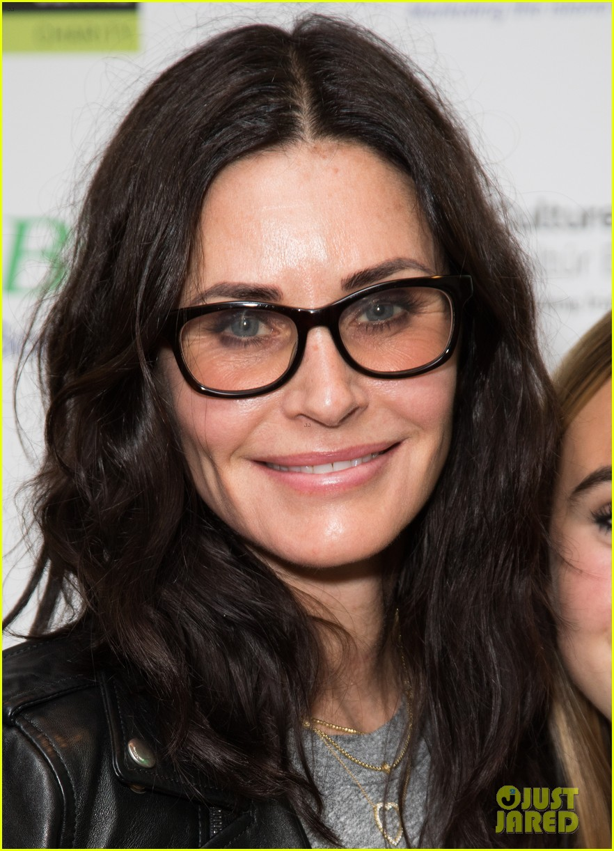 courteney cox daughter coco have girls night out at ed sheerans charity concert 064104907