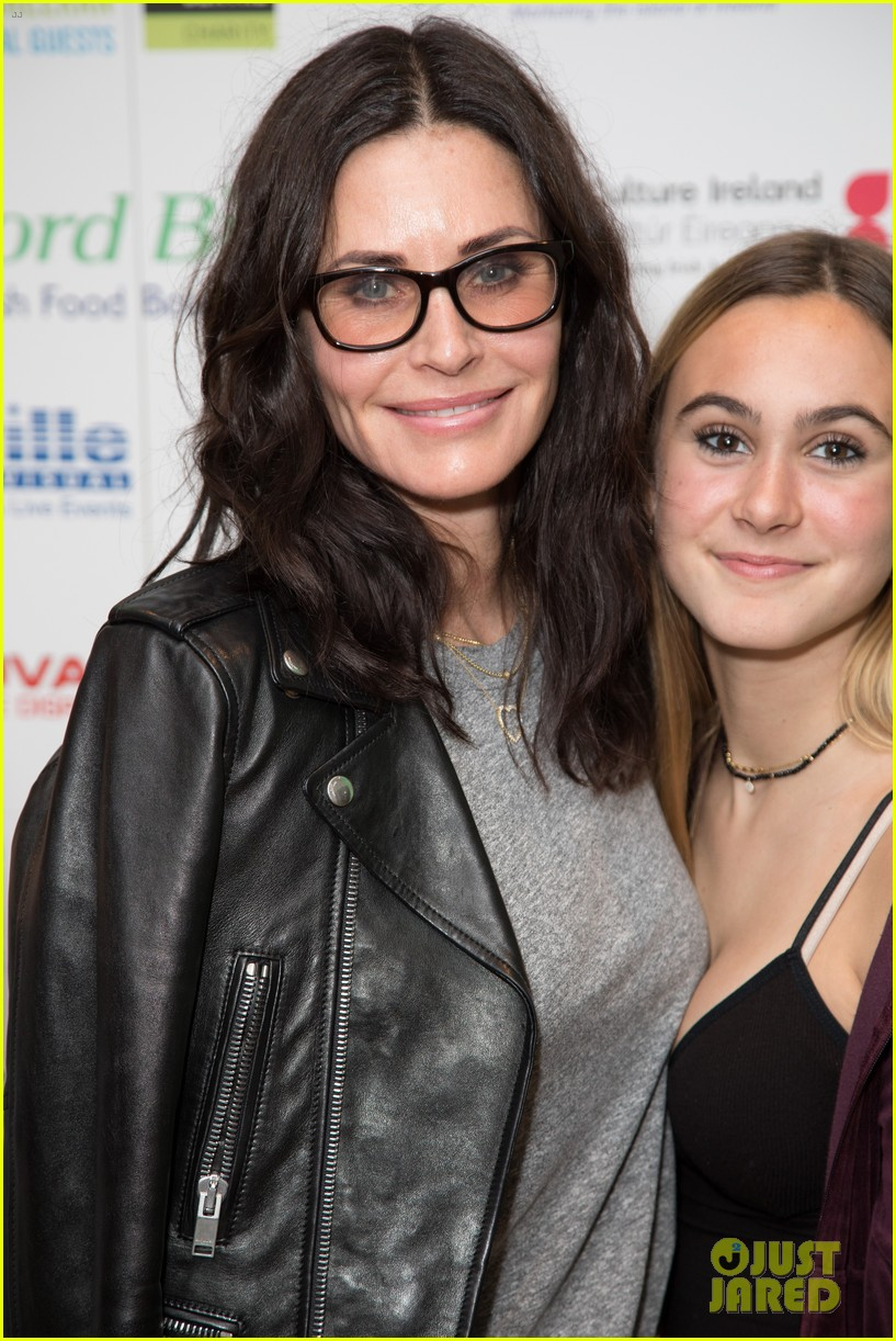 courteney cox daughter coco have girls night out at ed sheerans charity concert 094104910