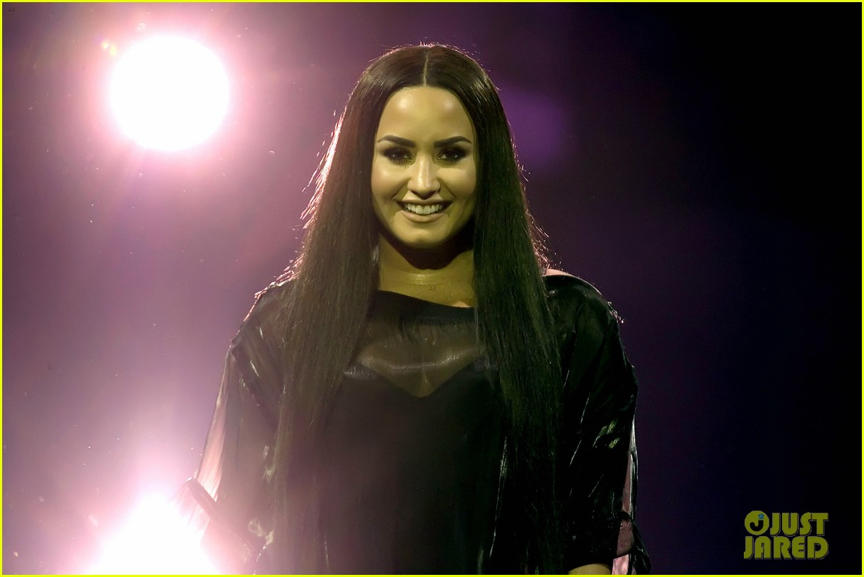 demi lovato concert june 2018 02 34101182