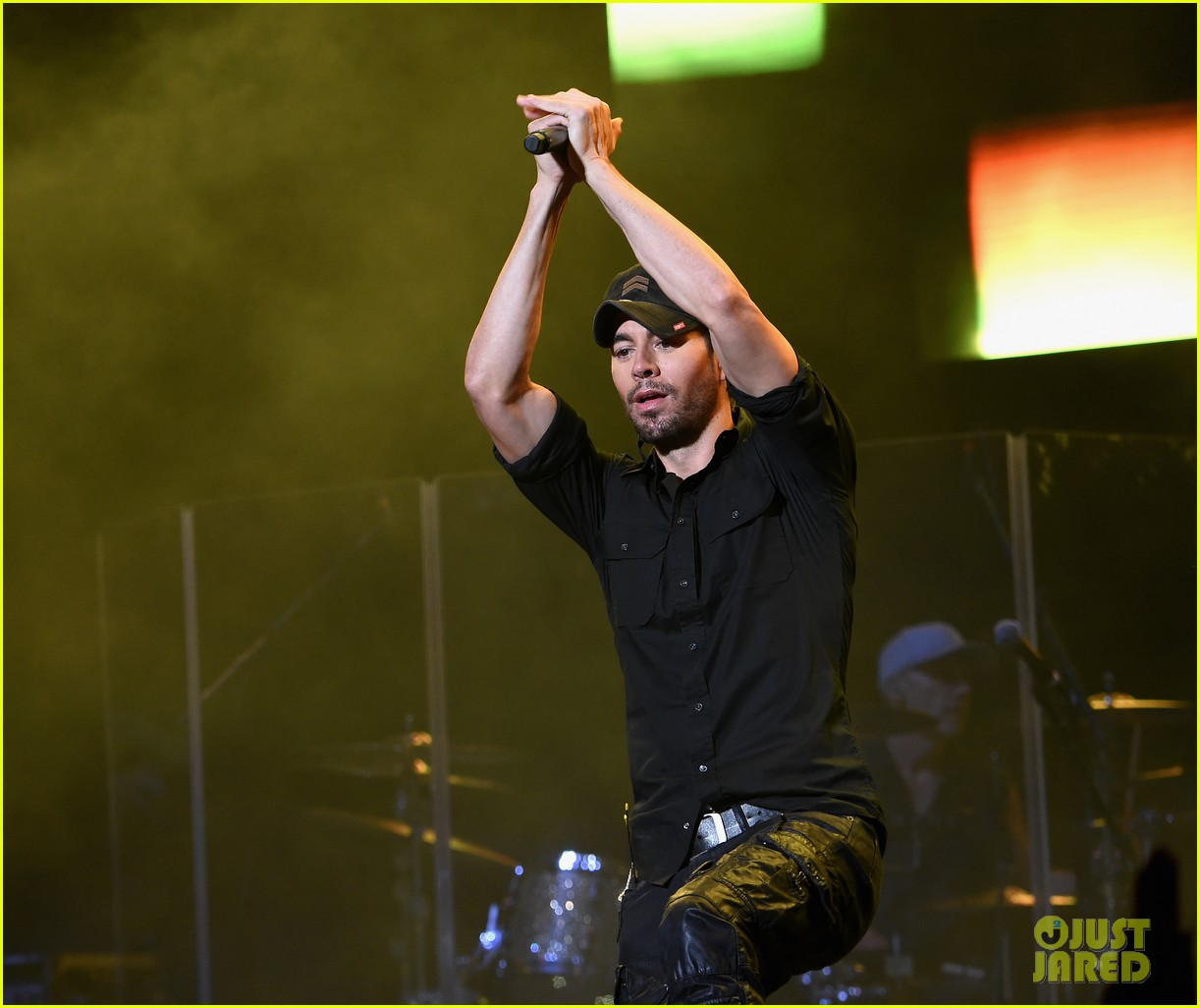 enrique iglesias neyo and more perform at huge ktuphoria concert 034103337