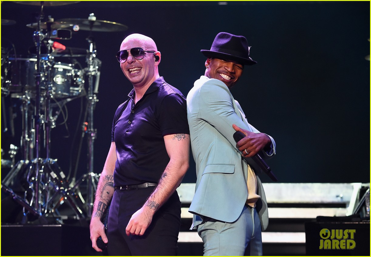 enrique iglesias neyo and more perform at huge ktuphoria concert 044103338