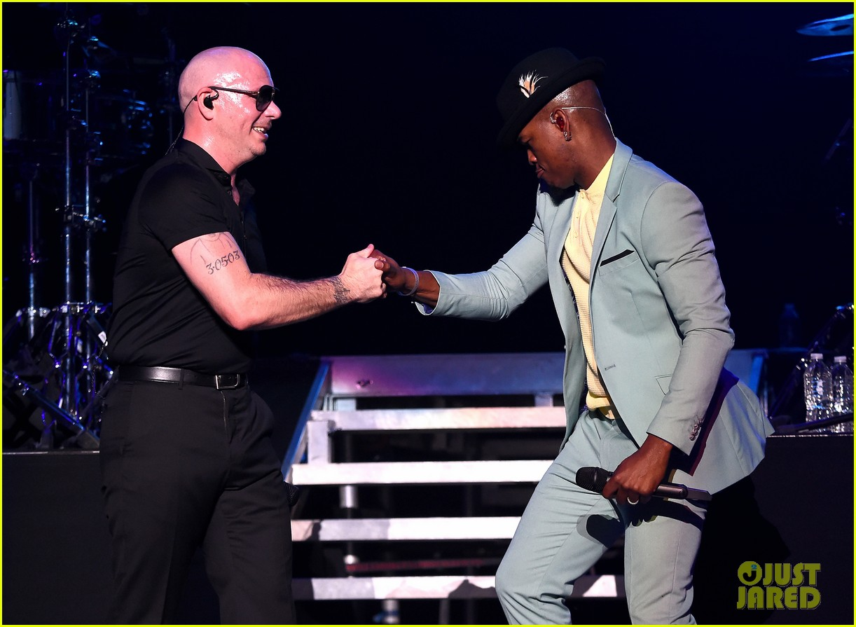 enrique iglesias neyo and more perform at huge ktuphoria concert 134103347