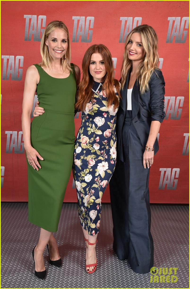 isla fisher jon hamm cast mates promote new movie tag 054094513