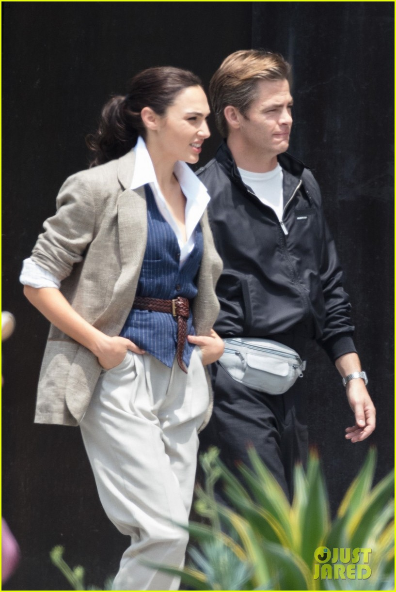 gal gadot wonder woman 2 set photos 054100858