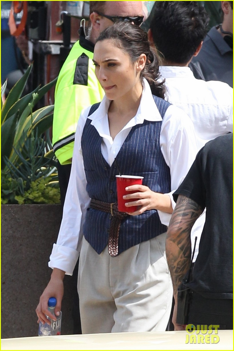 gal gadot wonder woman 2 set photos 114100864