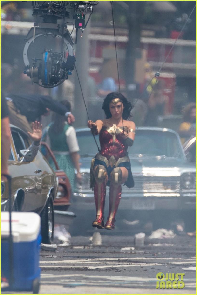 Gal Gadot Goes Airborne for 'Wonder Woman 1984' Stunt!: Photo 4103596 | Gal Gadot, Wonder Woman ...