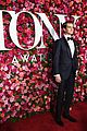 andrew garfield looks so sharp at tonys 2018 06