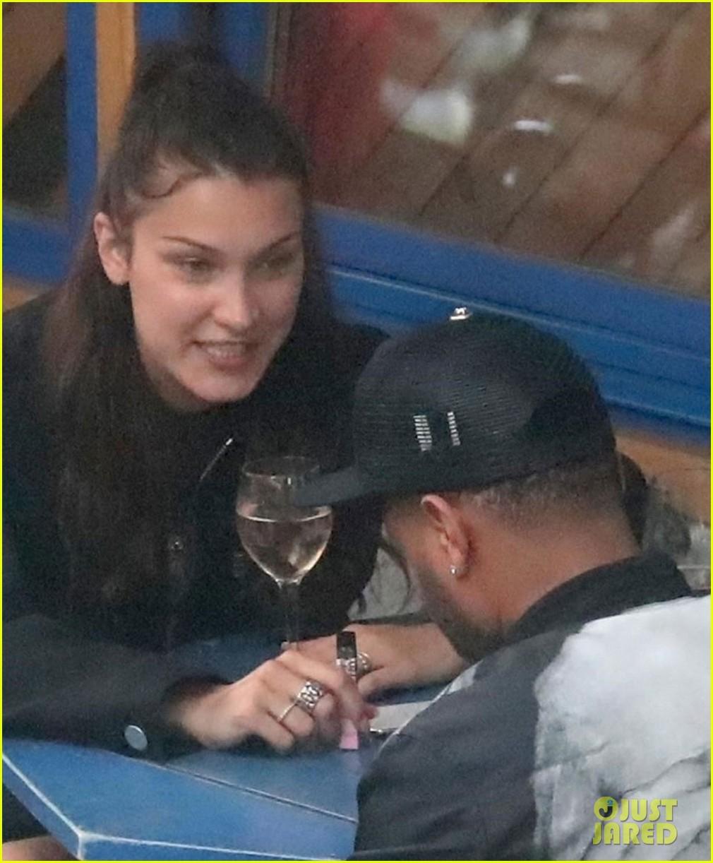 Bella Hadid kembali kepergok bermesraan bareng The Weeknd, beneran balikan? (dok. Just Jared)