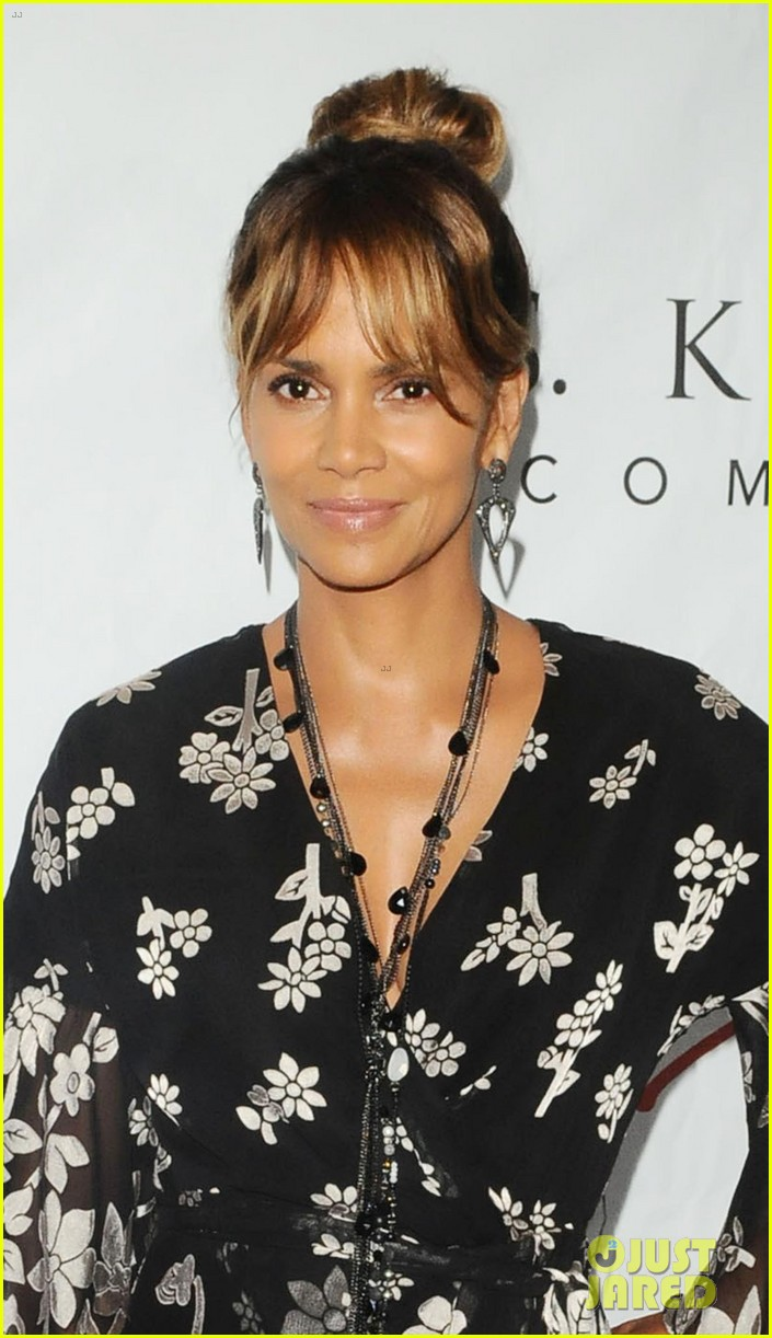halle berry imagine cocktail party 2018 054108380