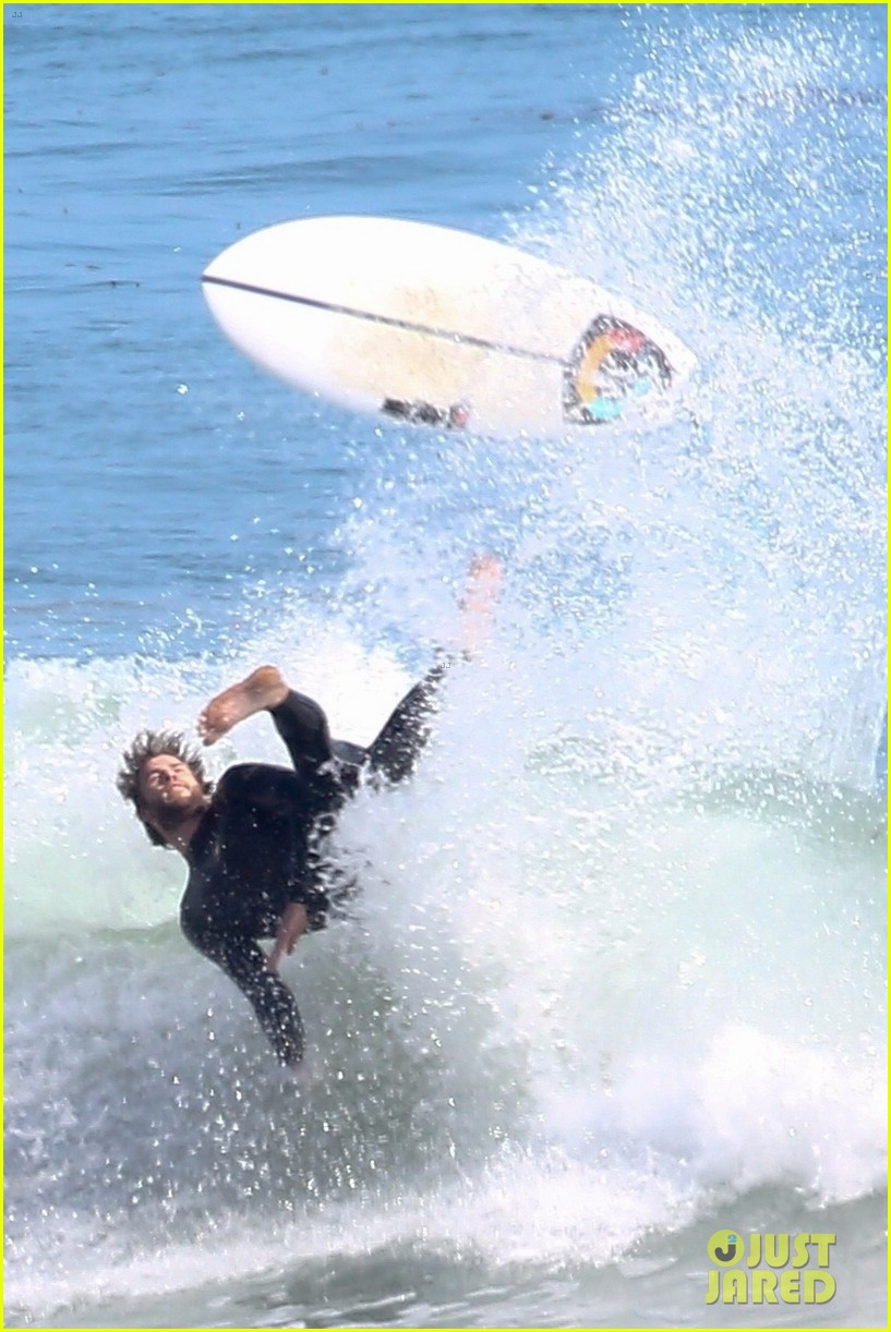 liam hemsworth goes shirtless after surfing session 034100581