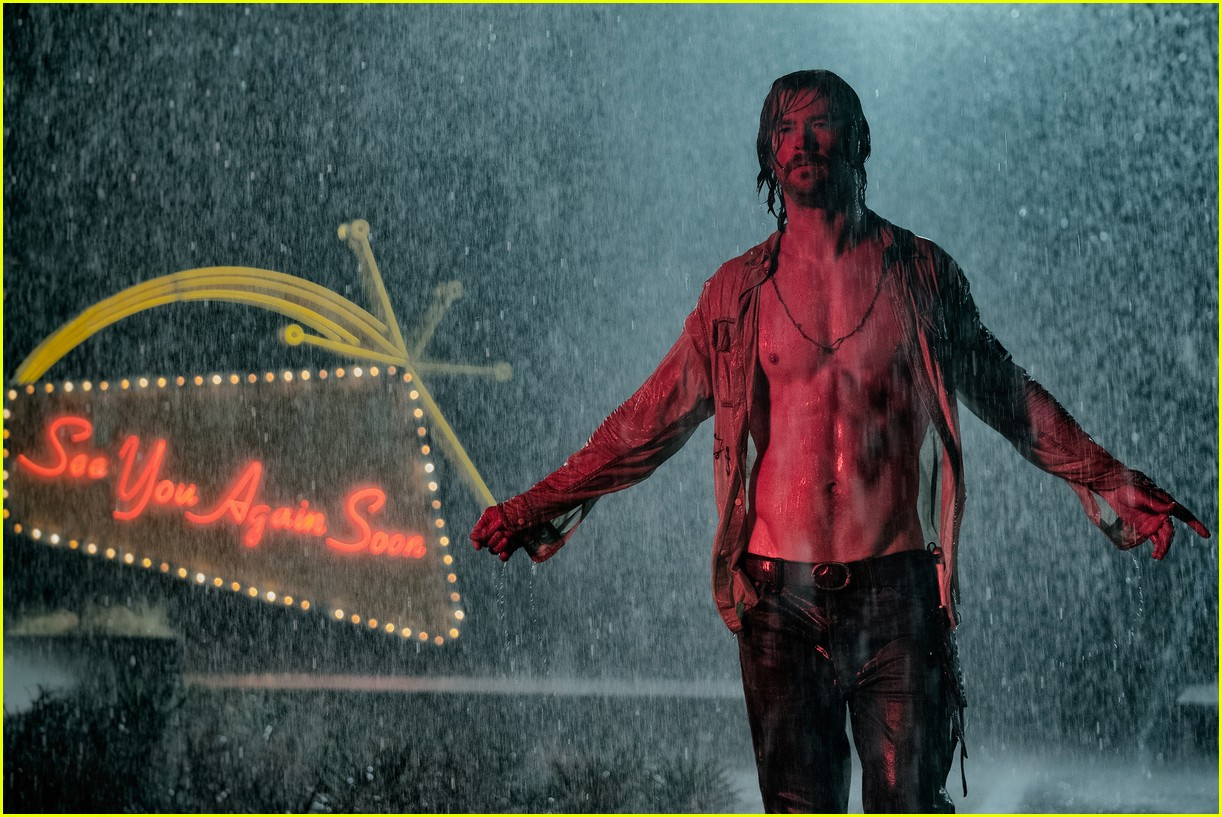chris hemsworth goes shirtless in two new movie stills 044094271