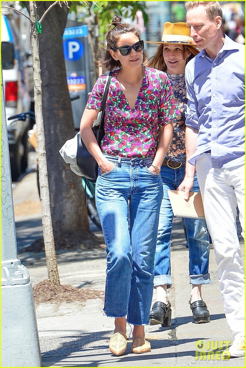 katie holmes grabs lunch with a friend in nyc 054101169