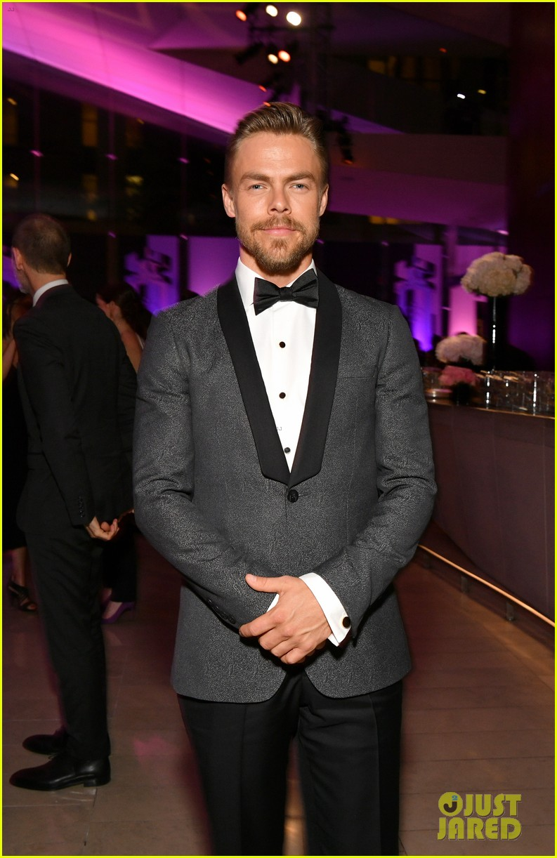 derek hough nina dobrev fragrance foundation awards 024100621