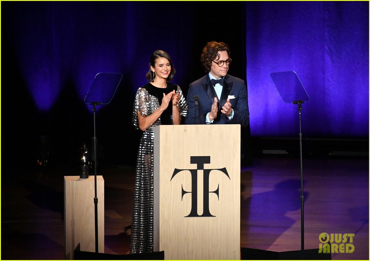 derek hough nina dobrev fragrance foundation awards 114100630