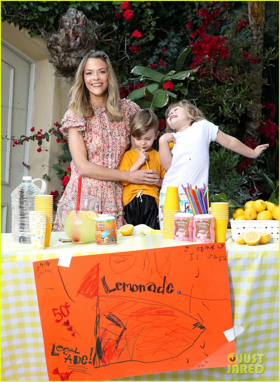 jaime king kids lemonade stand 014100337