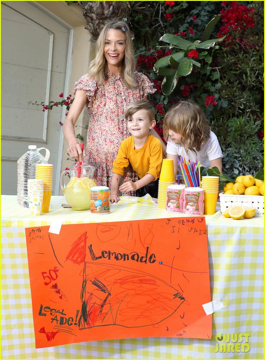jaime king kids lemonade stand 024100338