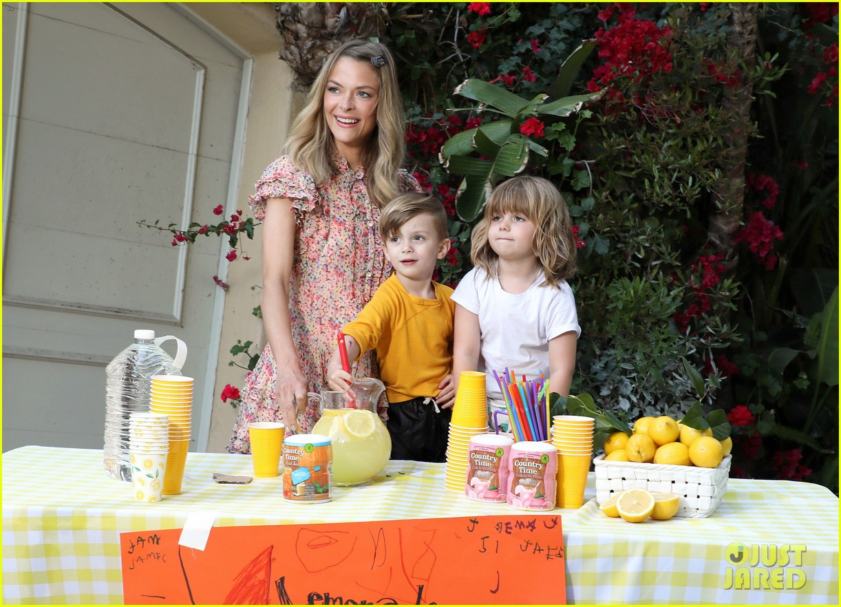 jaime king kids lemonade stand 034100339