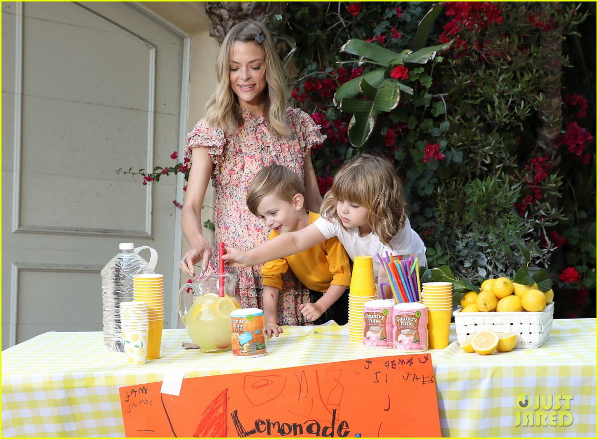 jaime king kids lemonade stand 044100340