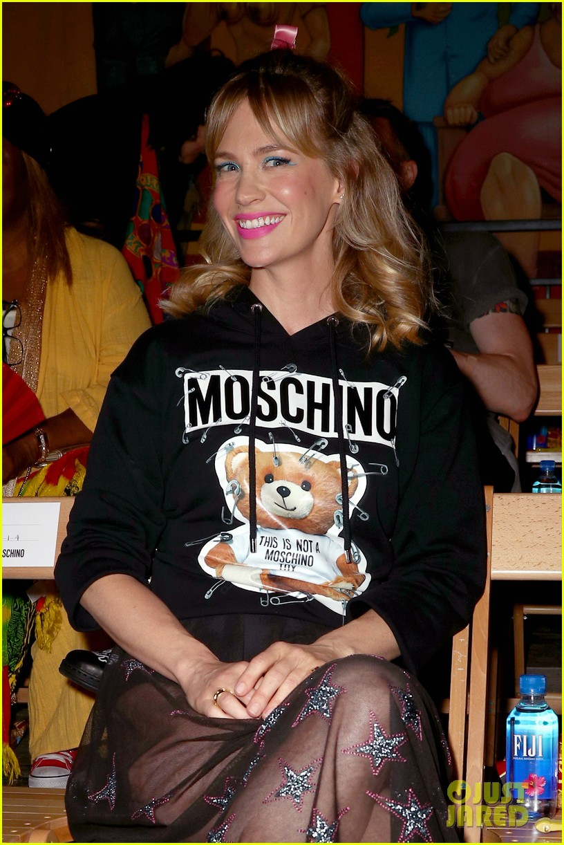 january jones moschino fashion show 084098036