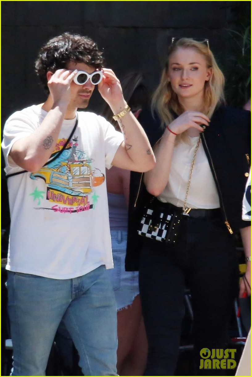 joe jonas sophie turner barcelona june 2018 014104430