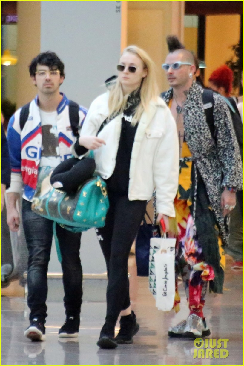joe jonas sophie turner barcelona june 2018 024104431