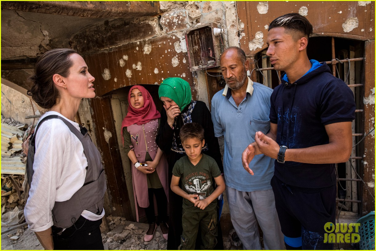 angelina jolie visits iraq unhcr 014102548