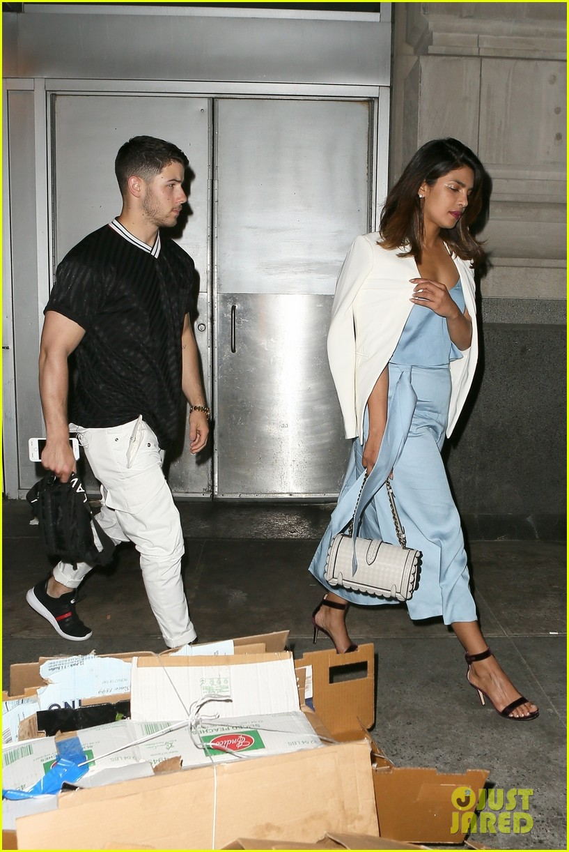 nick jonas priyanka chopra dinner date 014100553