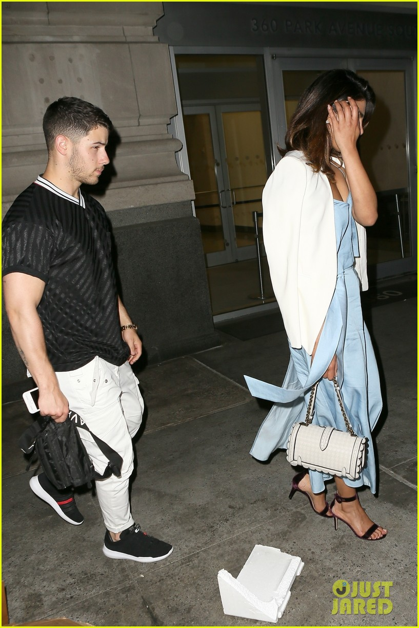 nick jonas priyanka chopra dinner date 034100555