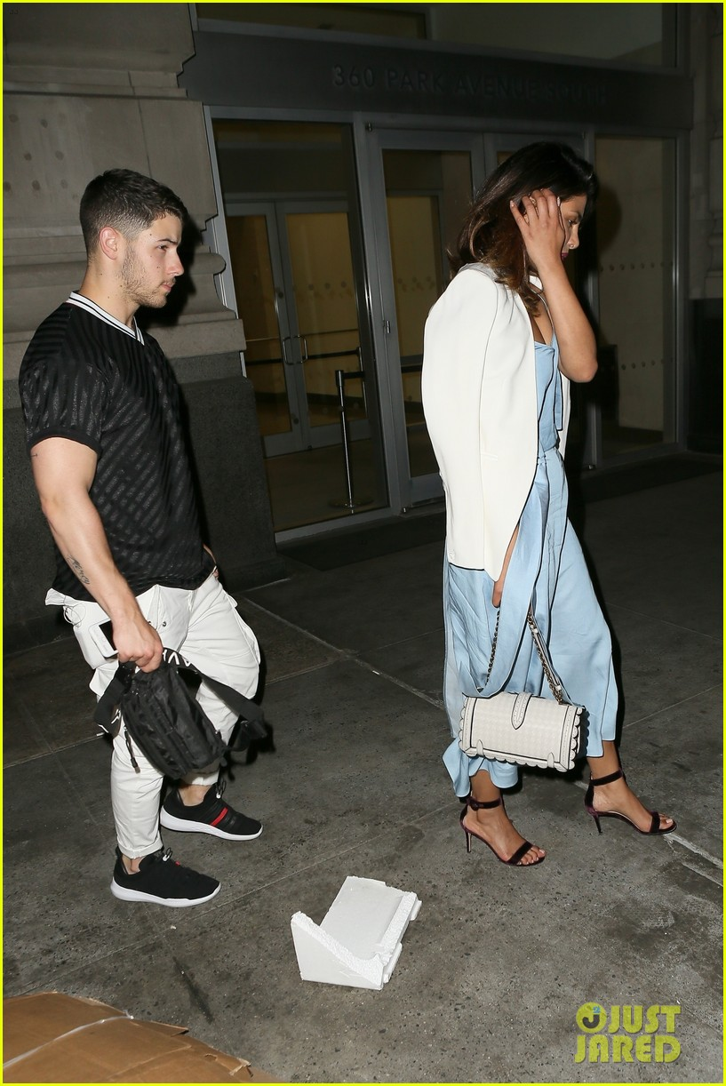 nick jonas priyanka chopra dinner date 084100560