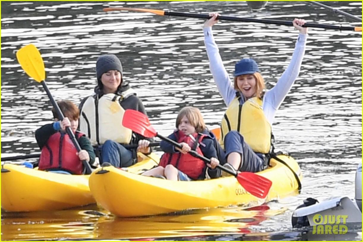 nicole kidman shailene woodley canoeing big little lies 034099677