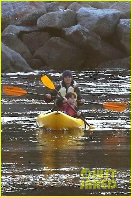 nicole kidman shailene woodley canoeing big little lies 094099683