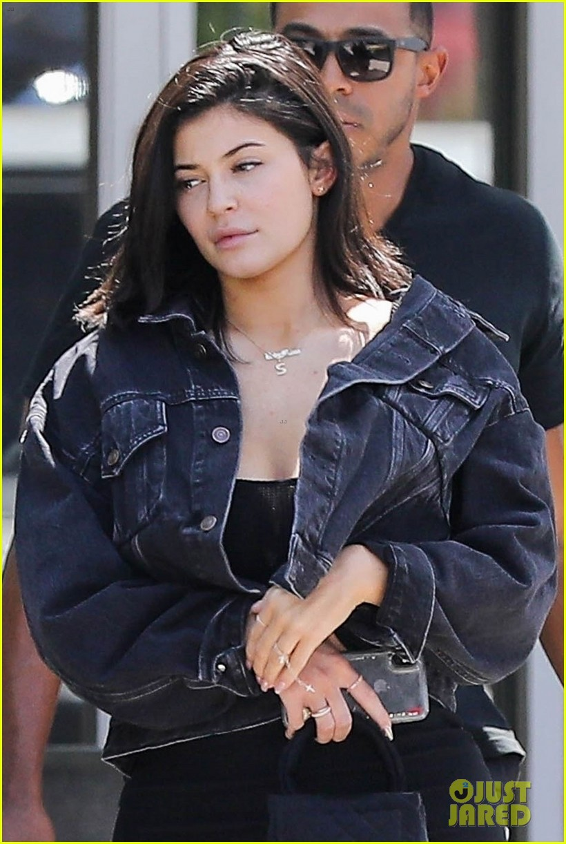 kylie jenner returns to la goes makeup free 044106980