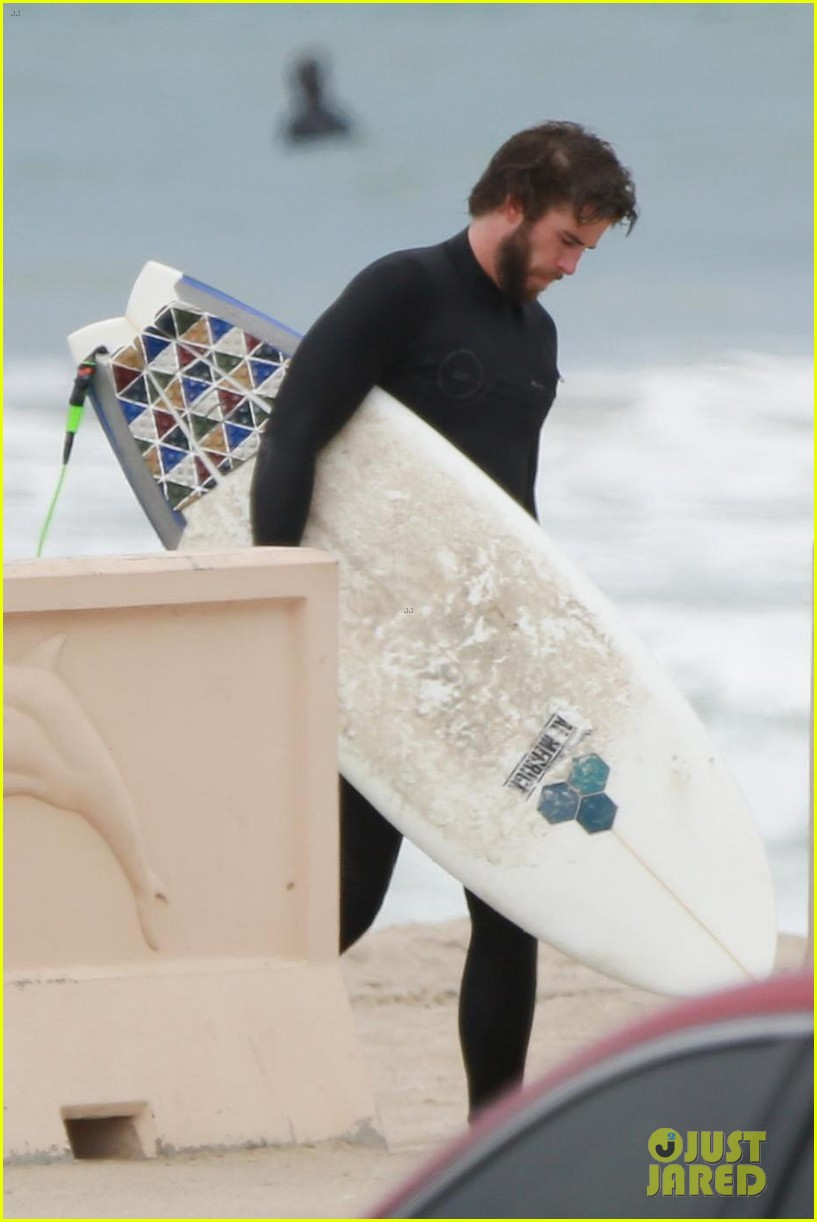 liam hemsworth hits the waves with brother luke 034109182