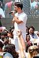 lin manuel miranda sings hamilton at families belong together rally 09