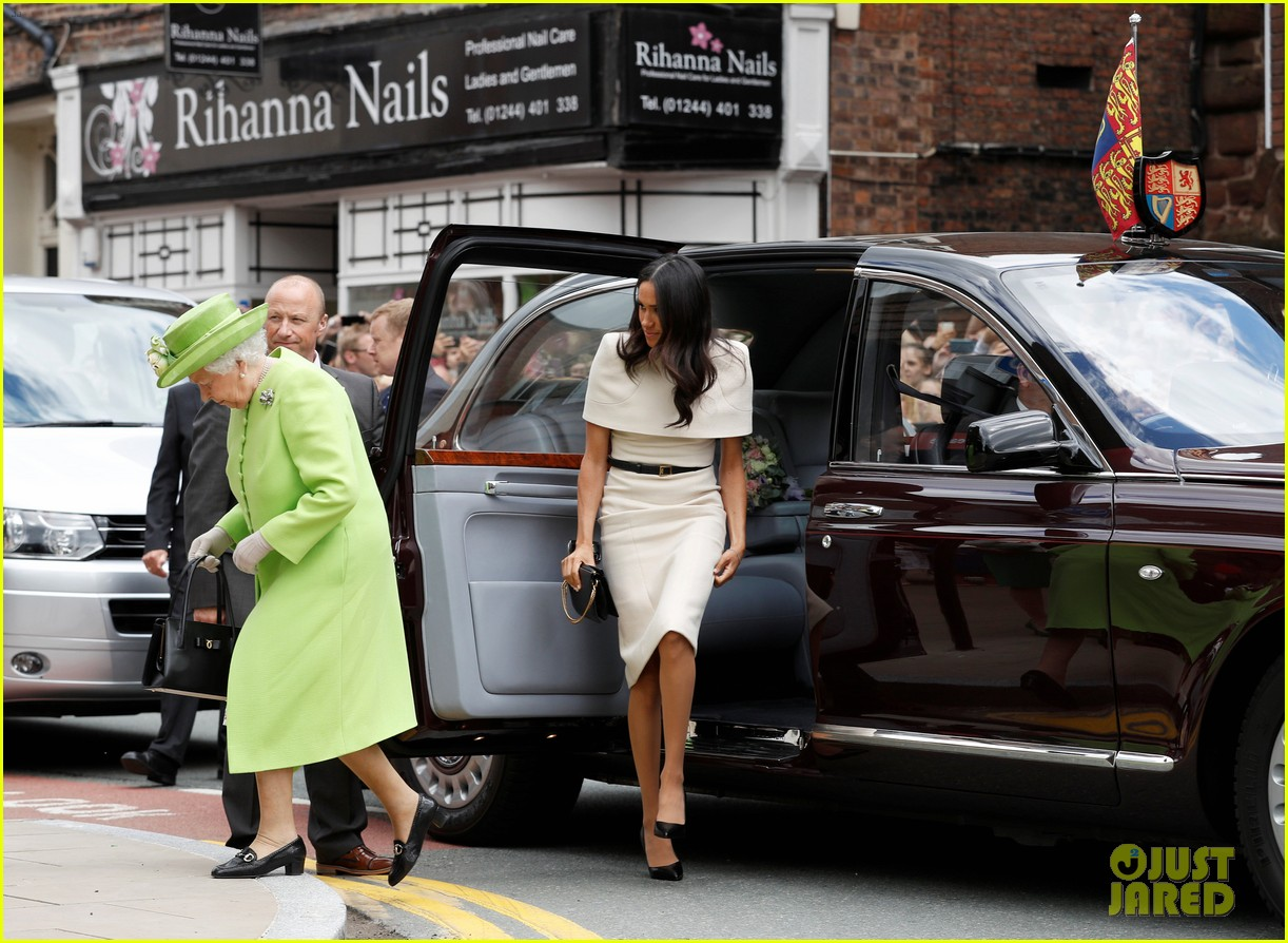 meghan markle queen elizabeth car moment 014101260