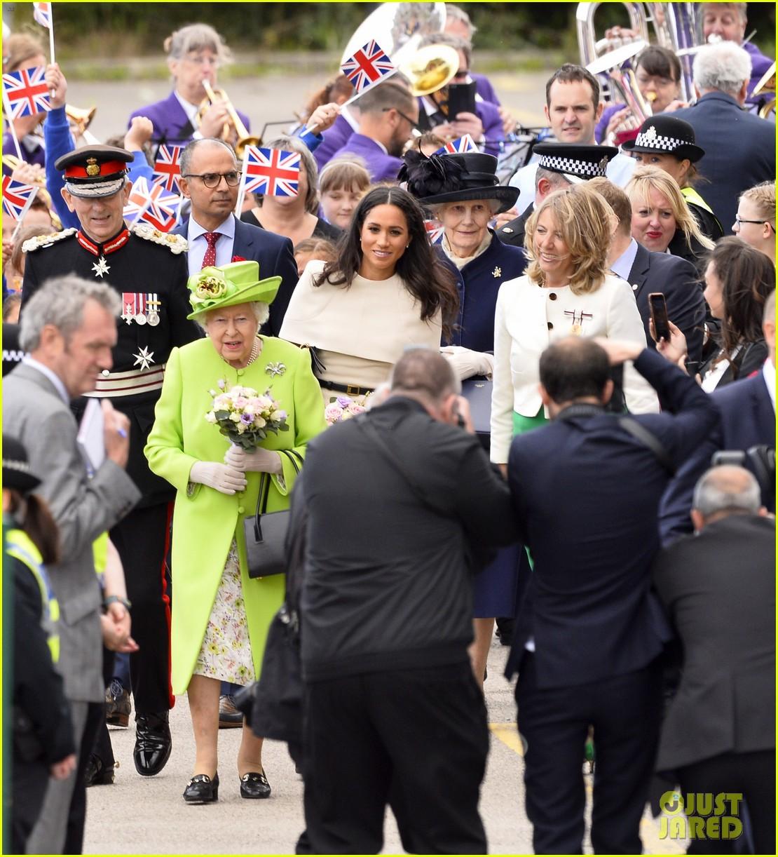 meghan markle queen elizabeth car moment 134101272