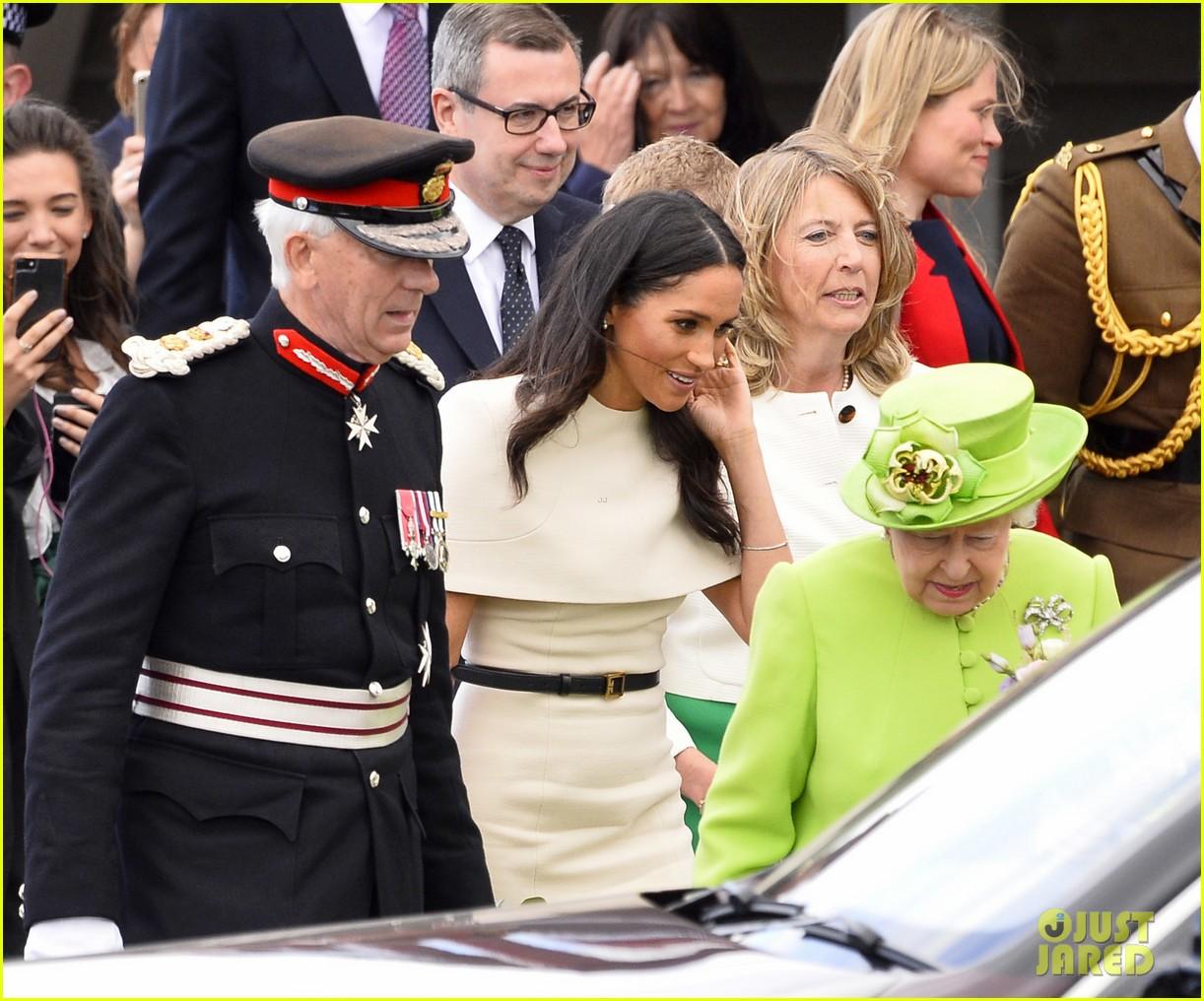 meghan markle queen elizabeth car moment 144101273