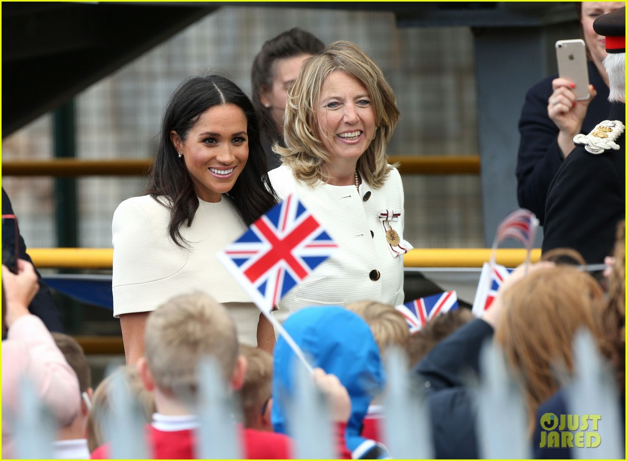 meghan markle queen elizabeth car moment 244101283